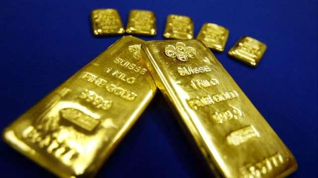 〈貴金屬盤後〉美元跳漲 激起一波獲利了結 黃金5連漲止步(圖片:AFP)