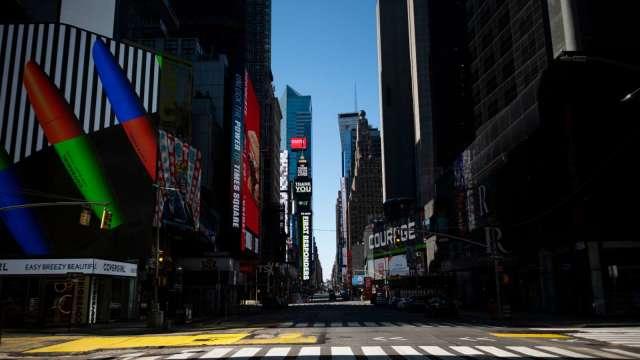 美國新冠死亡人數逾16萬、紐約州校區仍宣布開放(圖片:AFP)