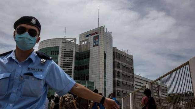 香港媒體大亨黎智英被捕 壹傳媒早盤大跌後轉飆升(圖:AFP)