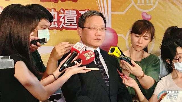 財政部長蘇建榮(中)。(鉅亨網資料照)