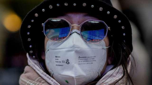 杜絕感染!防iPhone用戶脫口罩解鎖 紐約地鐵向蘋果請願(圖片:AFP)