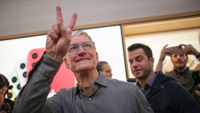 蘋果市值朝2兆美元挺進 庫克身價突破10億美元 (圖:AFP)