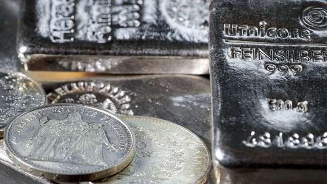 投資人現在多愛白銀?金銀比在5個月內回落逾40%(圖:AFP)