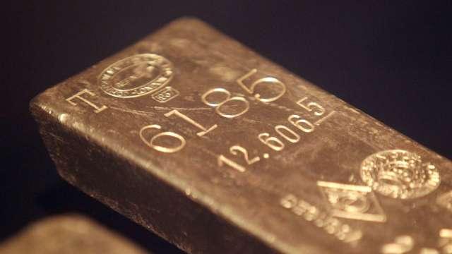 醞釀深度調整?黃金跌破 1950 美元 白銀暴跌逾 10%