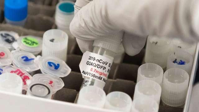 美確診病例數下降?專家:疑為病毒篩檢率放緩(圖片:AFP)