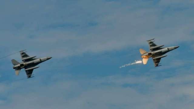 彭博:美國正式公布對台軍售合約 66架F-16配備頂級電子雷達 (圖:AFP)