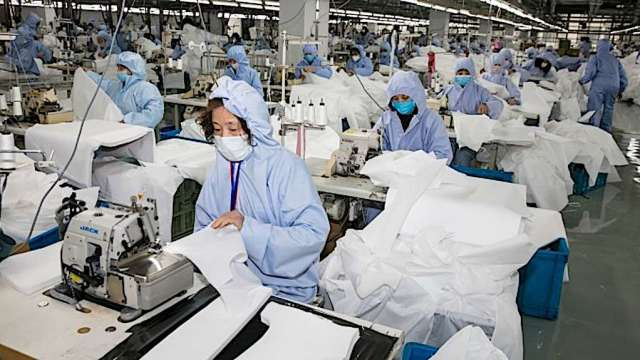 疫情改變生活型態,也成紡織廠產品升級新契機。(示意圖:AFP)