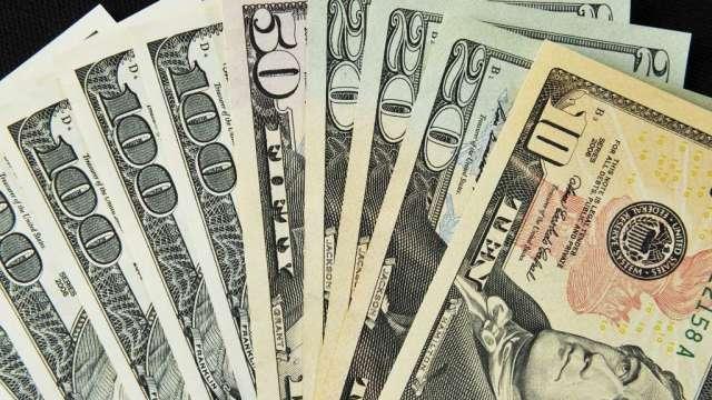 避險基金2年多來首度看跌美元 美國資產吸引力下滑(圖:AFP)