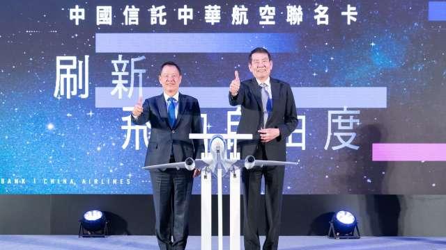 華航董事長謝世謙(右)。(圖:華航提供)