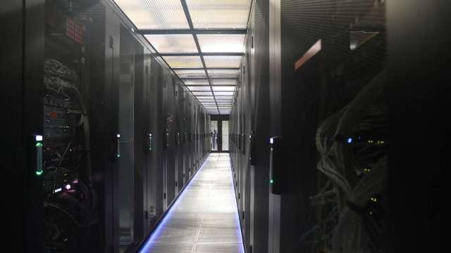 輝達示警企業雲端支出保守,台廠Q3資料中心出貨估放緩。(圖:AFP)