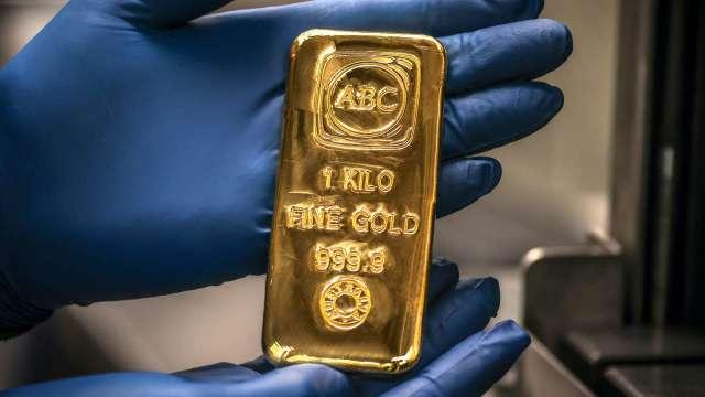 天橋資本:預期大規模貨幣貶值 黃金漲勢將會延續(圖片:AFP)