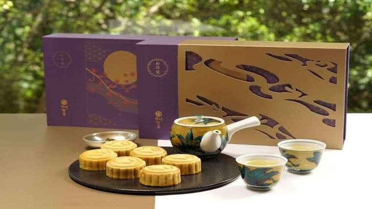日勝生加賀屋秉持頂級職人工序,推出限量日式桃山月餅-「紫耀金月」。(圖:日勝生提供)