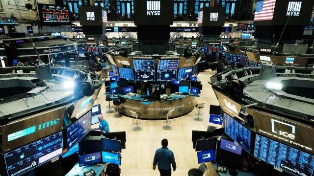 〈美股盤後〉那指登新高!特斯拉突破2000美元大關 台積電 ADR跌逾2%。(圖片:AFP)