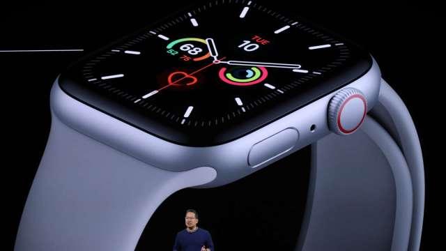 破紀錄!蘋果收盤首登2兆美元 持續稱霸全球智慧手錶市場 (圖片:AFP)
