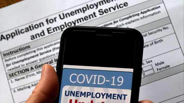 美初領失業金人數令人大失所望 三位分析師這樣看(圖片:AFP)