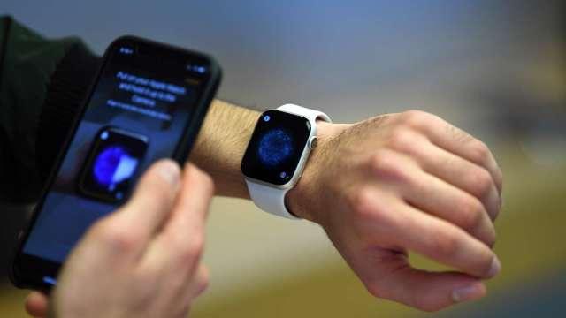 蘋果Apple Watch出貨強勁,台組裝廠可望受惠。(圖:AFP)