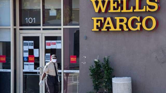 成本壓力劇增 富國銀行:8月起恢復裁員 (圖:AFP)