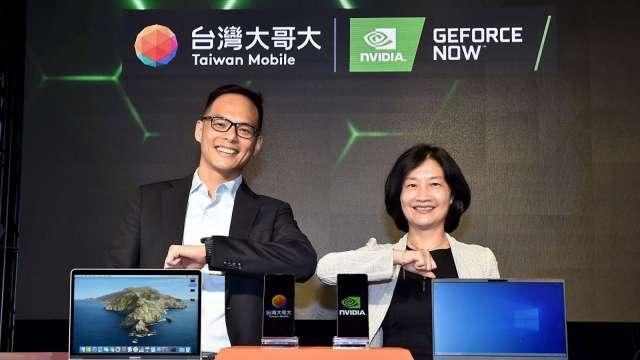 圖左為台灣大總經理林之晨、右為NVIDIA全球副總裁暨台灣區總經理邱麗孟。(圖台灣大提供)