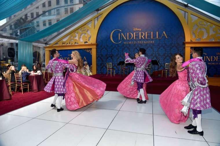 華爾街正談論當前市場正重演 2000 年股神提到的灰姑娘的舞會! (圖片:AFP)