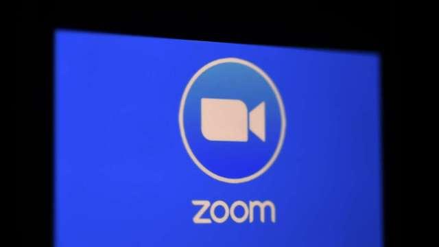 Zoom視訊服務一度中斷!股價重挫近3%(圖片:AFP)