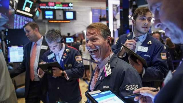 〈美股盤後〉資金狂潮湧進科技股 Salesforce蘋果領標普那指刷新高 (圖片:AFP)