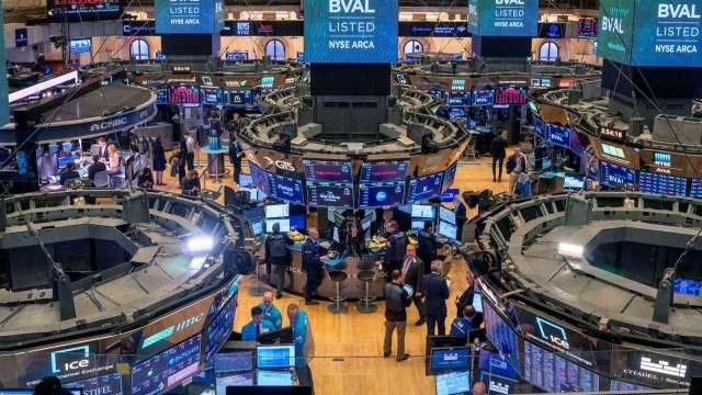 〈美股盤後〉劃時代!鮑爾宣布新通膨政策 道瓊收紅160點 (圖片:AFP)