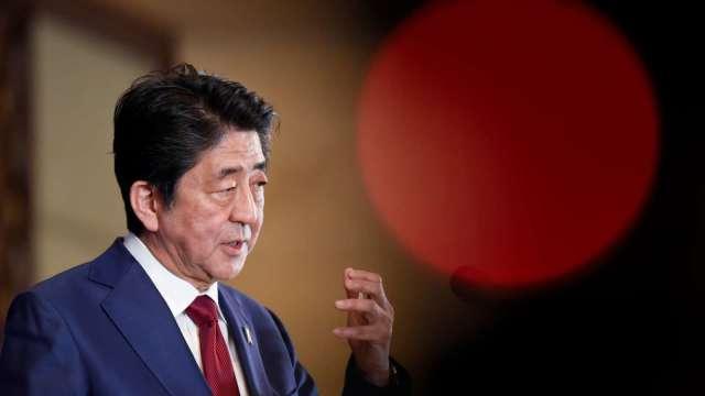 安倍晉三閃辭!週五日股大跌 (圖片:AFP)