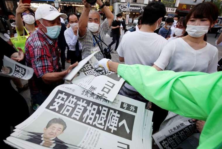 〈鉅亨看世界〉讓安倍晉三下台的「潰瘍性大腸炎」(圖片:AFP)
