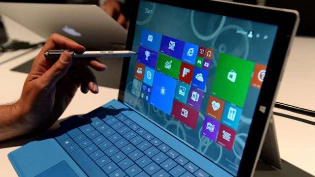 榮創受惠疫情帶動的筆電、平板需求,近期 LED 背光產能全開。(圖:AFP)