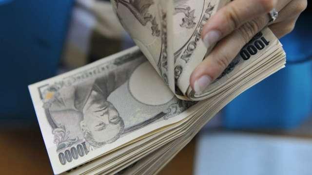 〈紐約匯市〉Fed政策大改革 美元重貶 安倍宣布辭職 日圓飆漲(圖片:AFP)