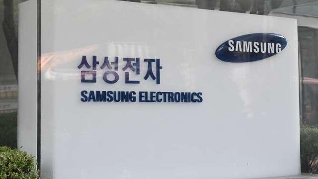 超前業界 三星電子宣布量產10奈米級LPDDR5 DRAM晶片 (圖片:AFP)