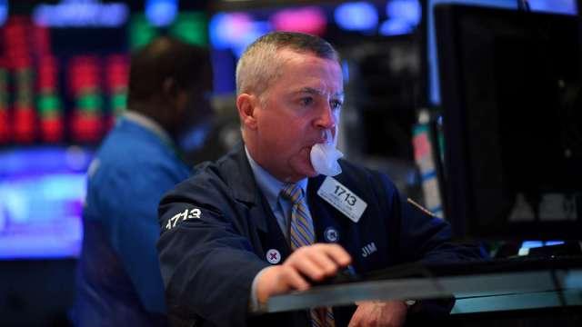蘋果特斯拉股票分割正式起跑,多家交易平台龜速大當機。(圖片:AFP)