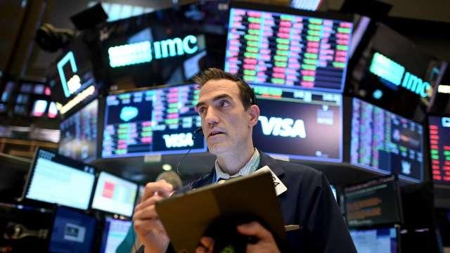 分析師:美股將面臨短期修正 幅度最多達10%(圖片:AFP)