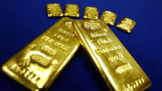 〈貴金屬盤後〉美製造業優於預期 提振美元 黃金自高點回落 但仍登2週高點(圖片:AFP)