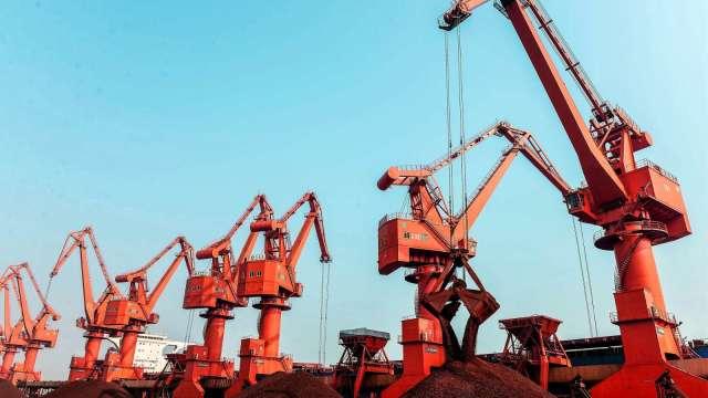 歐亞美製造業回溫別鬆懈!新一波疫情威脅經濟前景(圖片:AFP)
