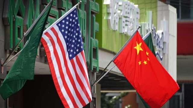 彭博經濟:美中脫鉤將兩敗俱傷 但中國付出代價更高(圖:AFP)