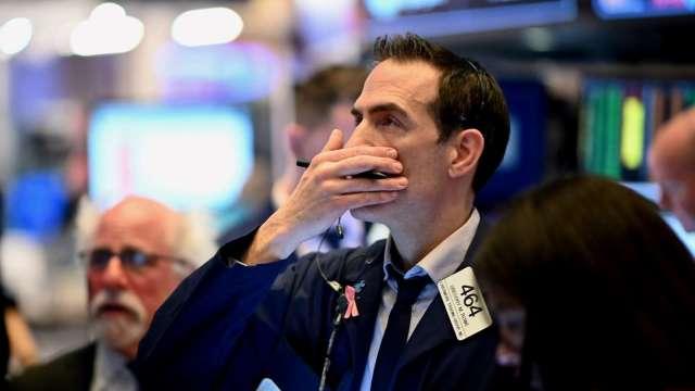 道瓊暴跌800點!分析師:明斯基時刻 恐讓股市回測3月低點。(圖片:AFP)
