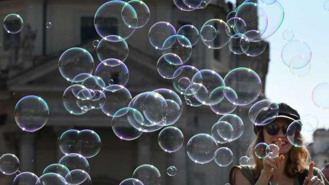 巨鯨軟銀吹美股泡沫 斥數十億美元大買科技股選擇權。(圖片:AFP)
