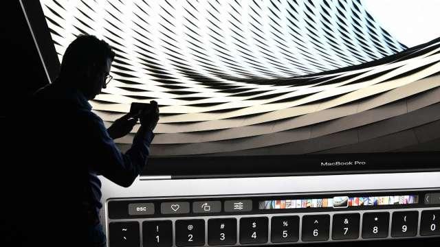 兆利負責供應Macbook Pro軸承零組件。(圖:AFP)