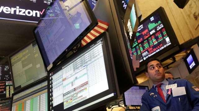 股市續漲風險提高 建議股六債四配置為宜。(圖:AFP)