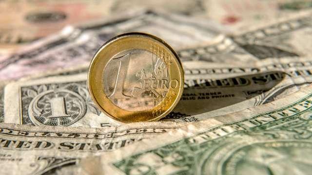 投機者大減歐元多頭押注 看空美元情緒降溫(圖:AFP)