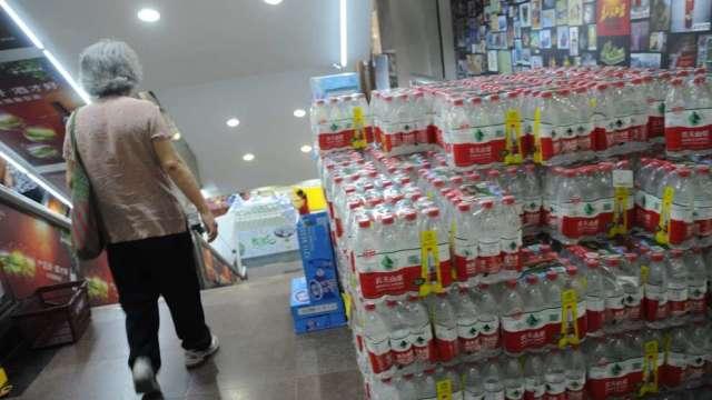 農夫山泉香港IPO首日漲54% 鍾睒睒成中國第3大富豪(圖:AFP)