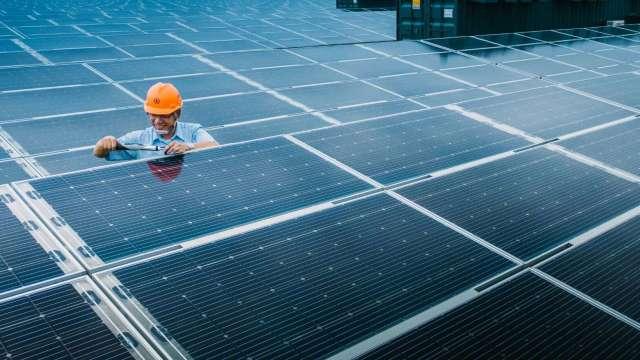 蘇揆責成沈榮津組成專案小組 加速發展太陽光電。(圖:台電提供)