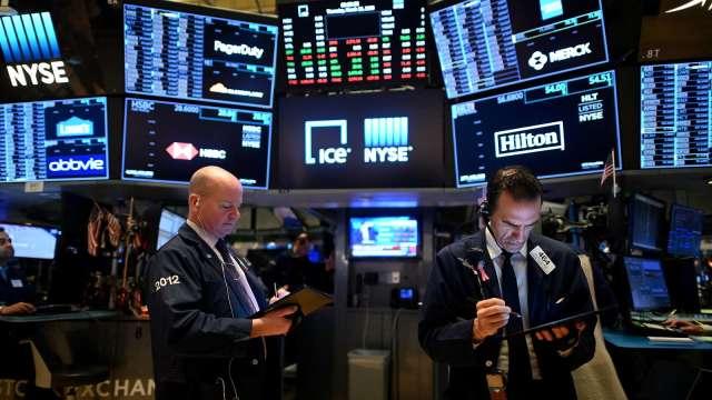 〈美股早盤〉跌勢暫歇!蘋果、微軟領漲道瓊 特斯拉強彈逾10% (圖:AFP)
