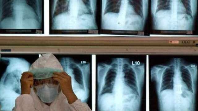 新冠肺炎疫情更新:不為川普背書 九大藥廠:依正常流程推疫苗(圖片:AFP)