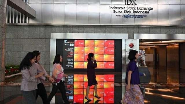 雅加達將重啟防疫限制 印尼股市盤中大跌近5%(圖:AFP)