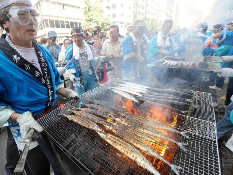 〈鉅亨看世界〉海水溫度上揚 日本秋刀魚價格 3 年飆漲 8 倍 (圖片:AFP)