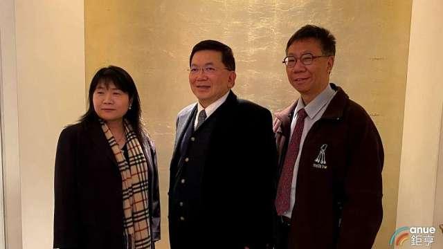 左至右為台康生財務長楊秀權、總經理劉理成及副總張志榮。(鉅亨網資料照)
