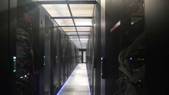 伺服器廠靜待新平台發表,下半年動能放緩全年營運拚穩健成長。(圖:AFP)