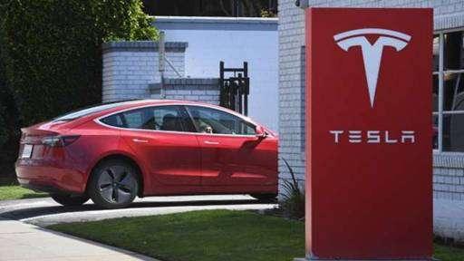 (圖一:充滿科技可實現夢想的 Tesla,AFP)